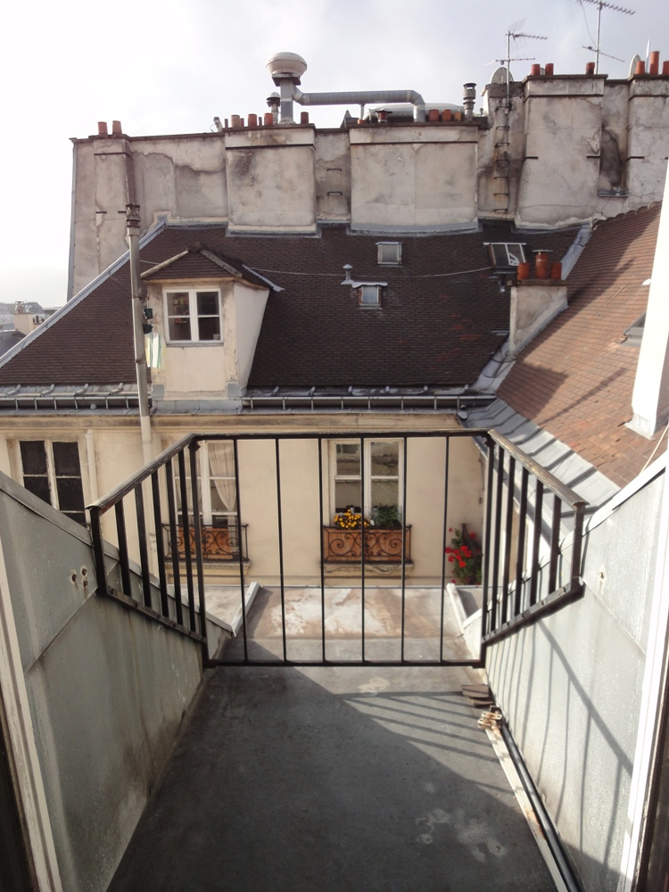 Acheter appartement m tro palais royal pyramides for Appartement balcon paris